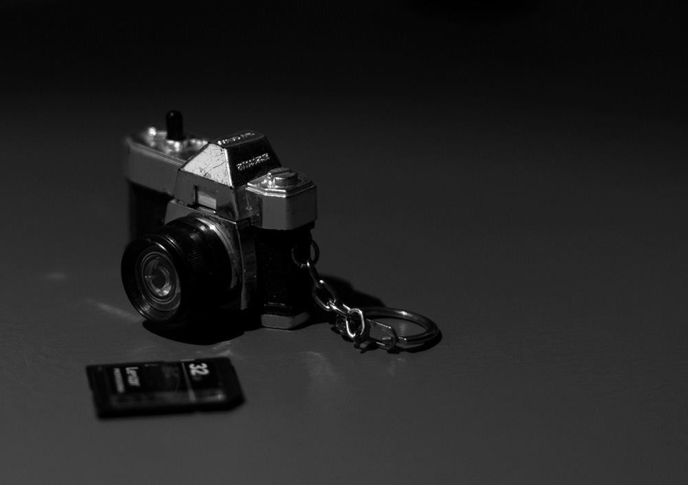 small close up picture of a camera shaped key chain